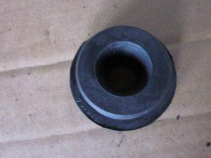 Подушка радиатора охлаждения нижняя Geely MK/LC/X-7/EC-8 1016001407